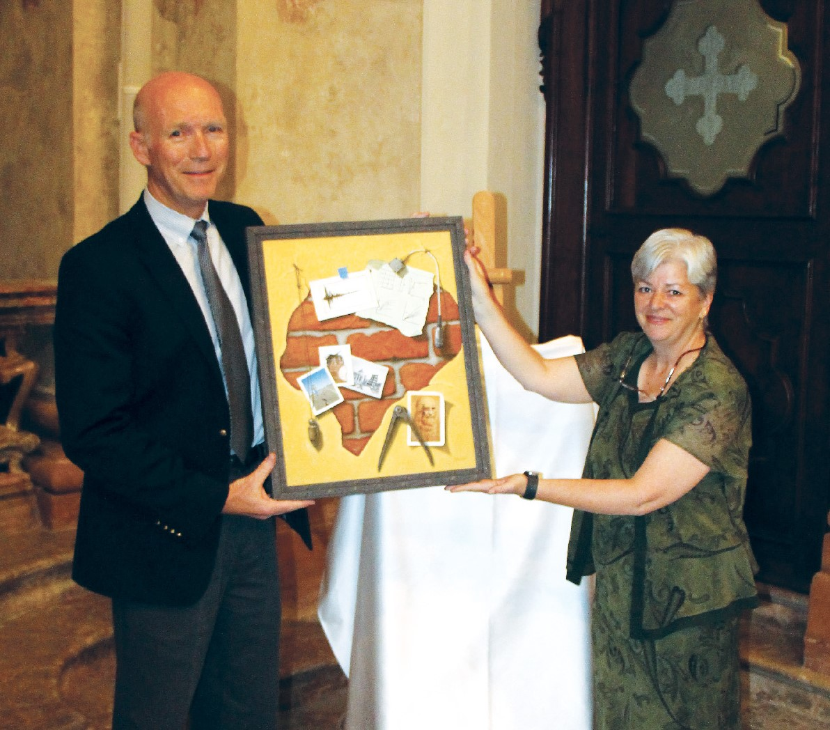 A Picture of Steve Kramer accepts his prize from Canadian artist Louise Daoust