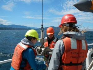 Students help collect shipek grab samples aboard the R/V Barnes at the Elwha